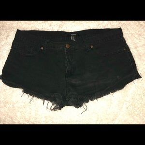 🌺 Forever 21 black jean shorts size 30
